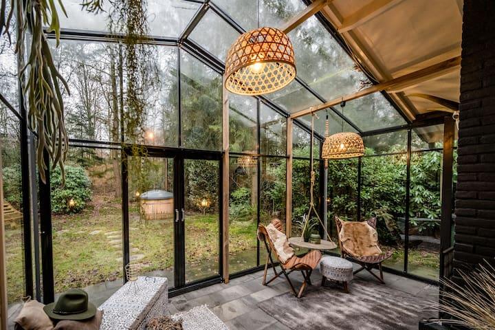Boutique bungalow met sauna en hottub en boskas.