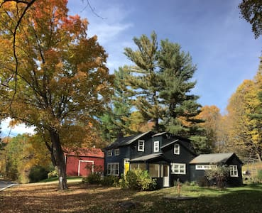 Cozy Upstate Farmhouse Near Skiing - 查塔姆 - 獨棟