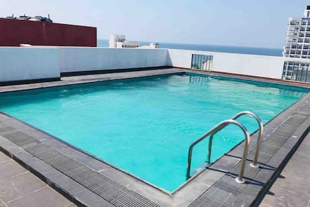 Luxury apartment at Mount Lavinia beach with Pool