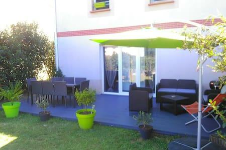Villa Jardin Piscine 15min Toulouse - Roques - Hus