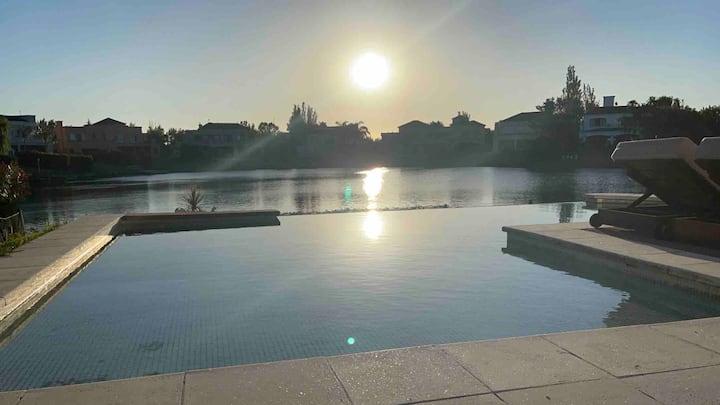 Hermosa casa lago, piscina en barrio privado Tigre