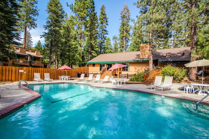 Remodeled apartment w/ gas fireplace and pool access. Close to Northstar!