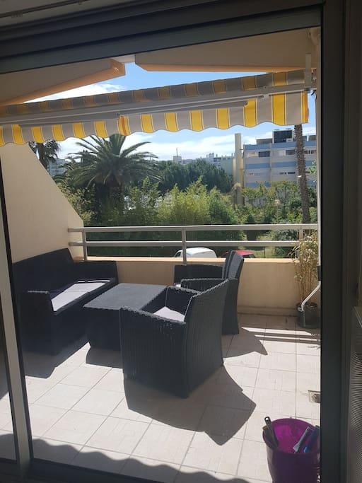 terrasse 8 m2 donnant sur le port de carnon