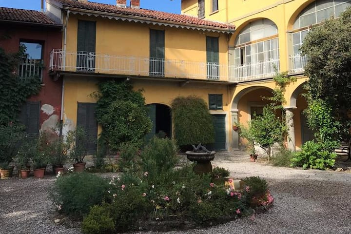 Romantic rooms available in 1816 Villa near Como