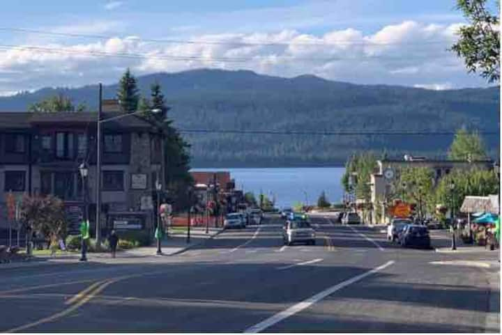 Rare Lake View Condo in McCall -Walk to Everything