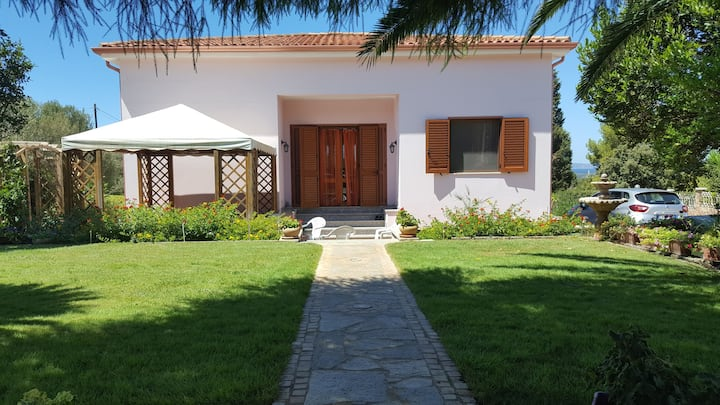 "Child-Friendly Holiday Home ""Casa Kruger"" with Large Garden and Terrace; Parking available"