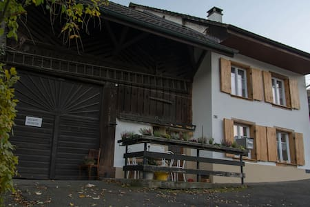 Pension Chesselberg. Zimmer ROSEA - Buckten - Bed & Breakfast