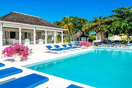 Heated Pool & Hot Tub, Chef & Butler, Great for Families & Couples, Resort Amenities - Montego Bay