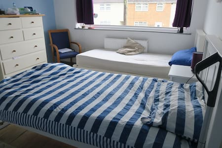Room with 2 single Beds - Winterbourne