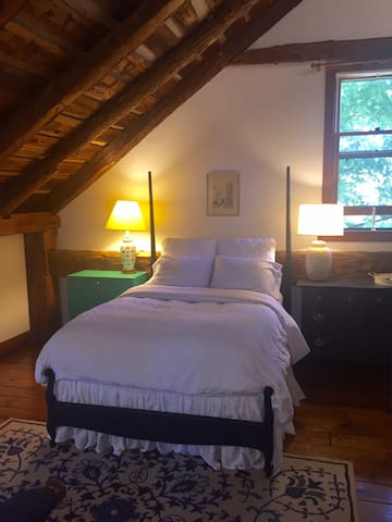 Charming room in 18th century barn near Saratoga. - Ballston Lake - 一軒家