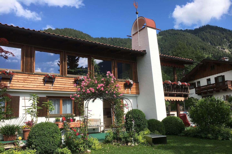 Unser Haus in Bayrischzell im Sommer