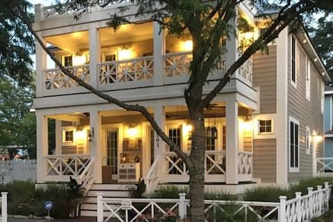 5 Bedroom Luxury Home In Heart of Beachwalk Resort