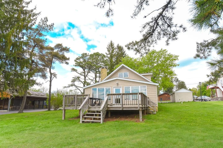 Tortuga Cove- Lakefront, Private Dock, Cozy Wood Fireplace