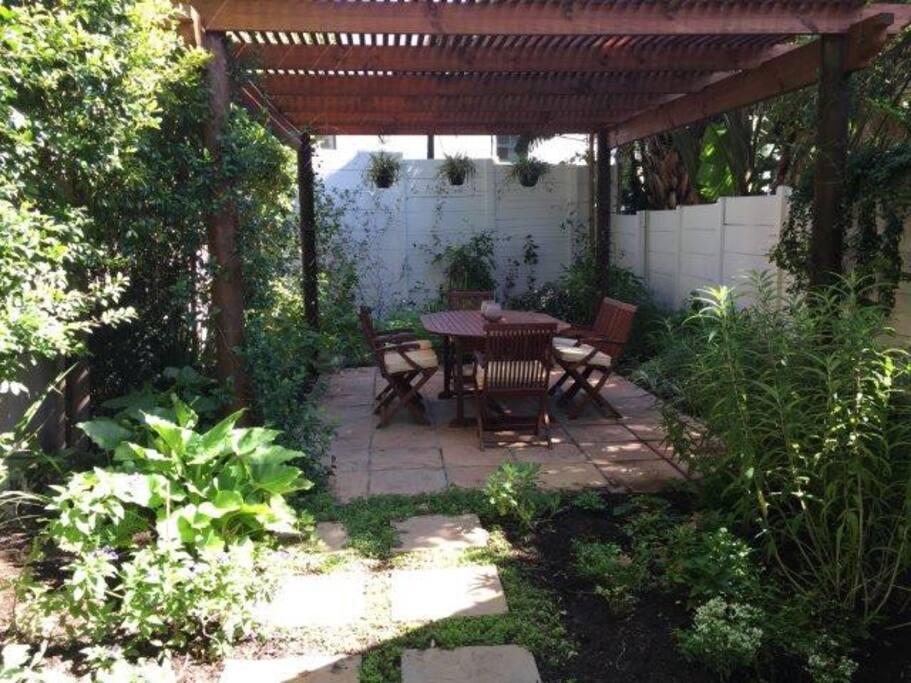 Back Garden w/ Pergola