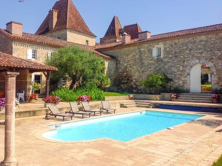 Chateau Tournesol - Pool Cottage at Nouvelle-Aquitaine