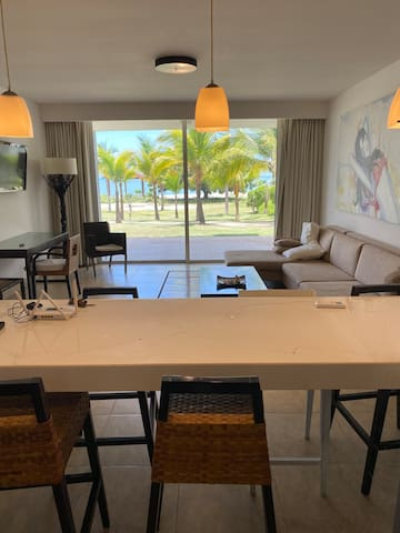 Ground level apt with direct access to the beach
