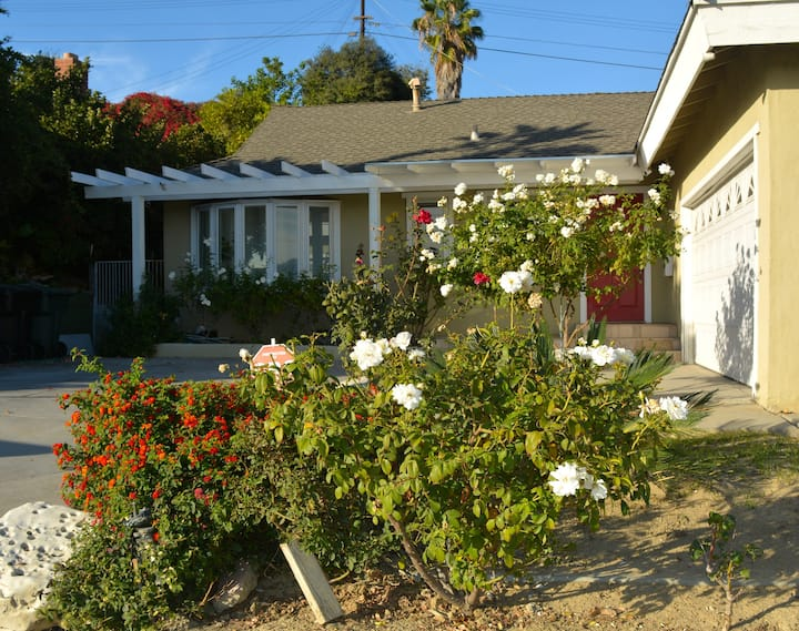 Charming/Private/Centrally Located, 3B/2.5B Home