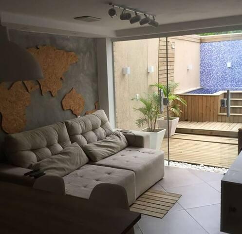 Apartamento com piscina e churrasqueira