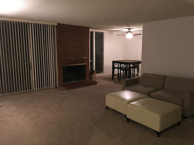 Cozy Room for Rent in Sherman Oaks!