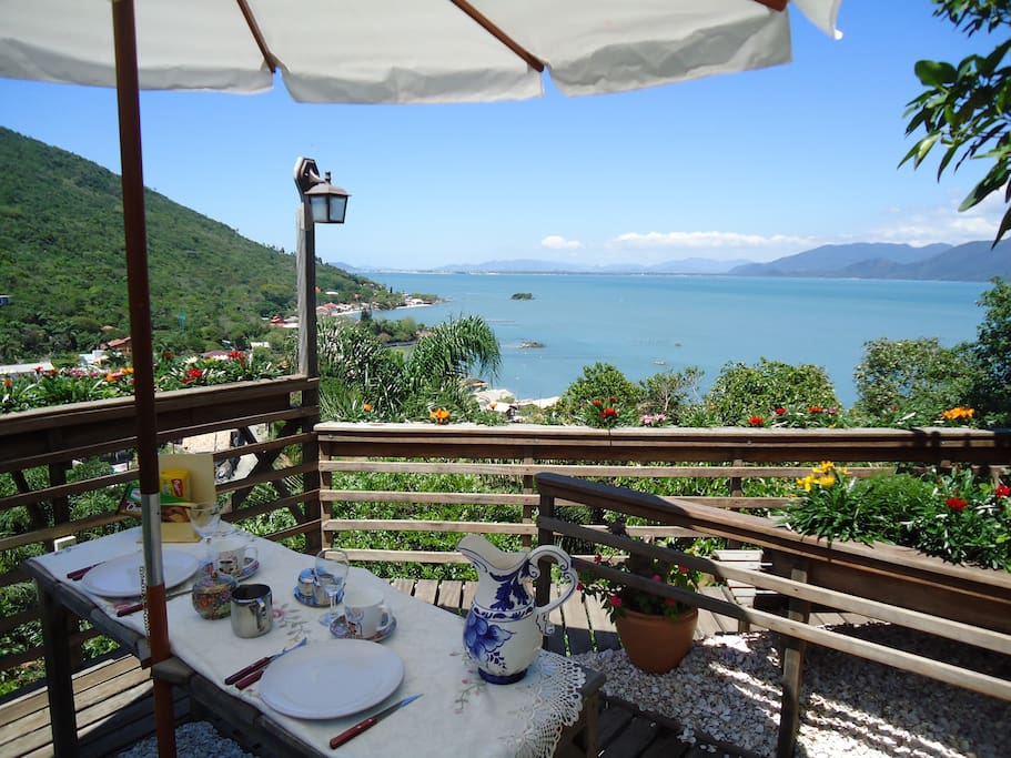 Enjoy your meal, enjoy your view/Bom apetite, usufrua a vista.