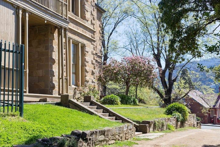 Peaceful, Historic Retreat in Central Hobart