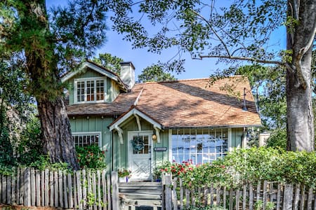Carmel-by-the-Sea's Charming Breadbox Cottage