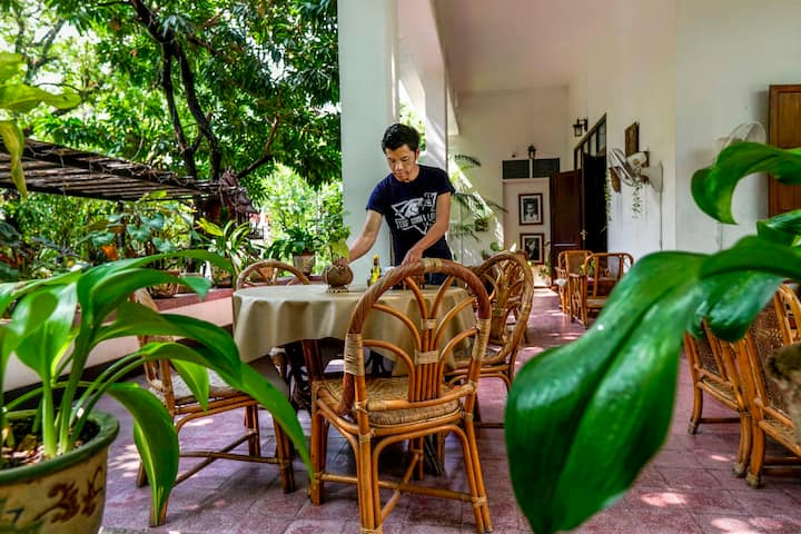 Nature and peace in central Vientiane + breakfast