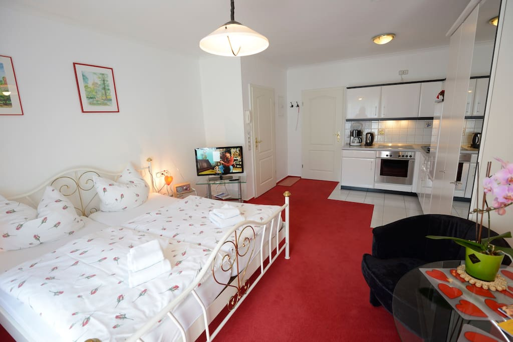 1 zimmer apartment in strandn he serviced apartments for. Black Bedroom Furniture Sets. Home Design Ideas