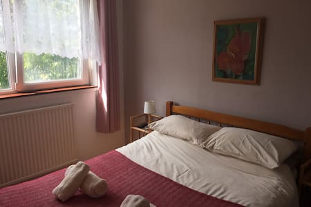 High Noon Guest house, double room ensuite - Pembroke