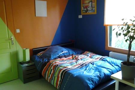 Chambre  privée dans une maison - Tinténiac, Bretag   Tinténiac