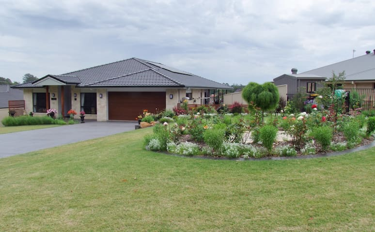 2 Bedrooms in luxury home - Goonellabah