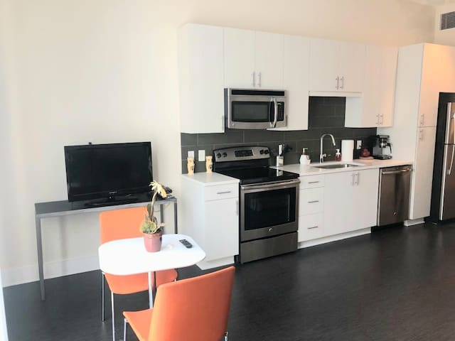Awesome Studio Apartment in Heart of Buckhead.