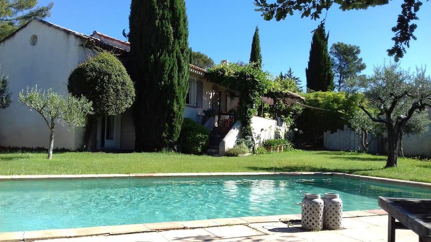 Maison piscine entre mer et Verdon