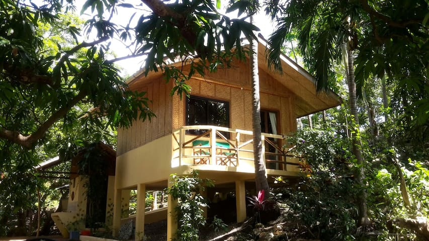 Private cottage with ocean access - Puerto Galera - Hütte