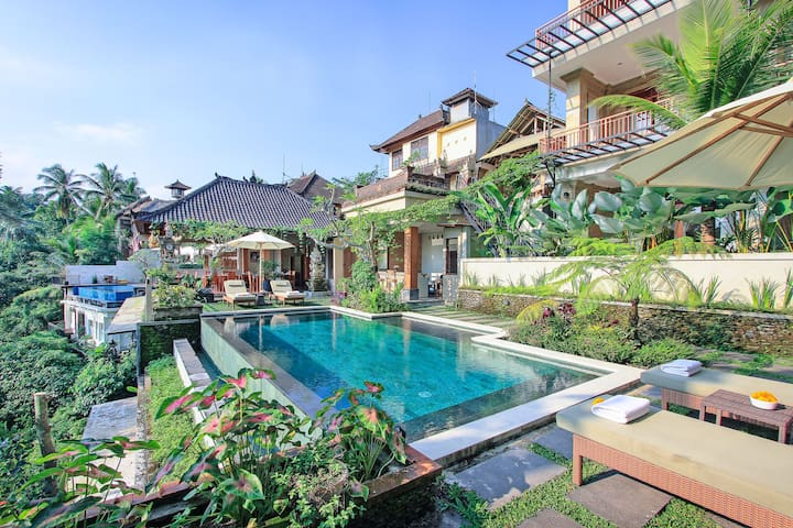Suite with valey view with free benefit in Ubud