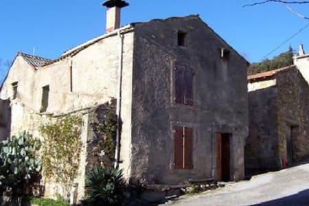 Rustic 16th century converted farmhouse - Vélieux