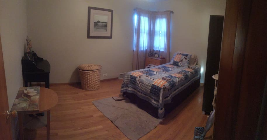 Home & private rooms close to MDW. Close to city - Stickney - Huis