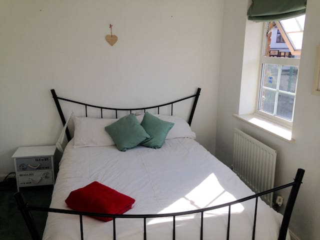 Bright double room in Dartford - Dartford - Dům
