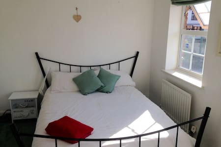 Bright double room in Dartford - Dartford