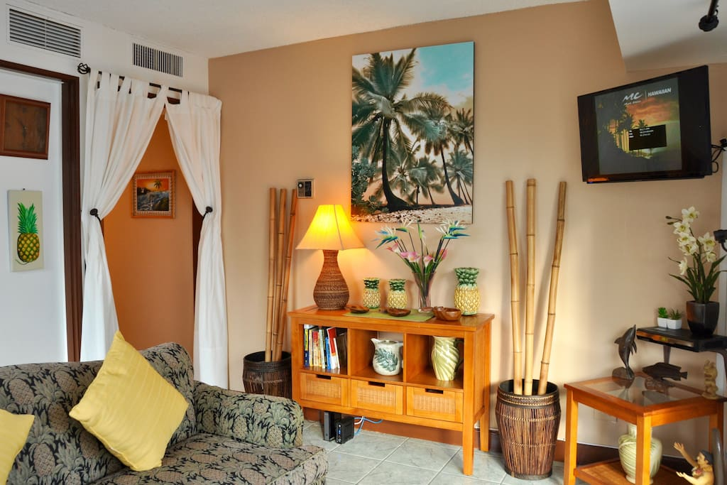 Jenny's pineapple cottage --Seat or stand in  living room you will see the ocean from any angle