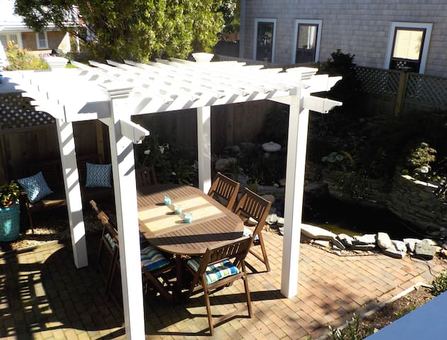 Patio dining under the Pergola.