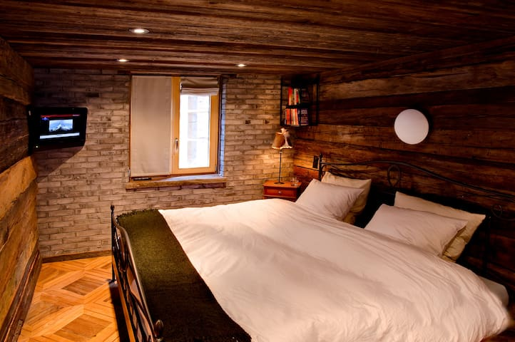 Bedroom 1 (the largest) has a standard double bed and en-suite bathroom