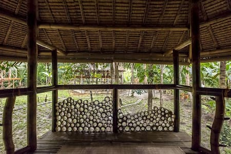Bamboo bungalow by the river - Loboc, Visayas centrales, Philippines - Blockhütte