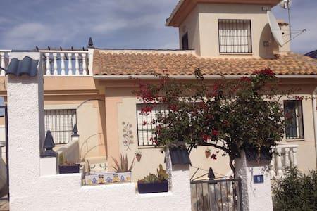 Dons Casa Lovely Golf Villa - Ciudad Quesada - Rumah