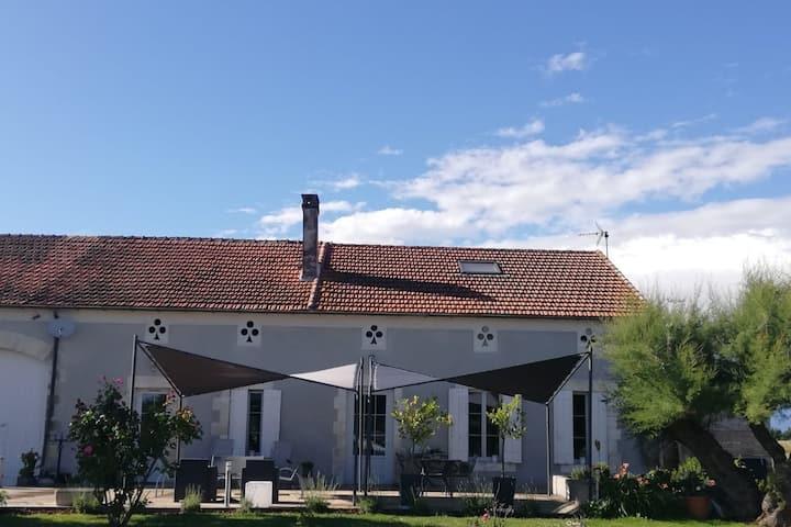 Magnifique maison de campagne et piscine chauffée