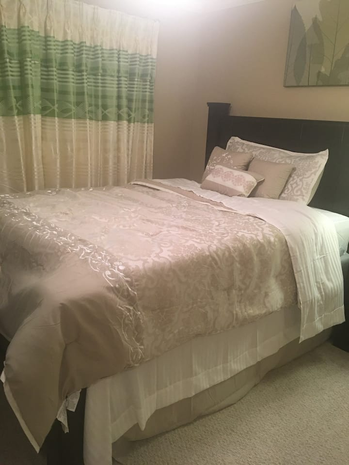 Kennesaw home private Room 2( only females)
