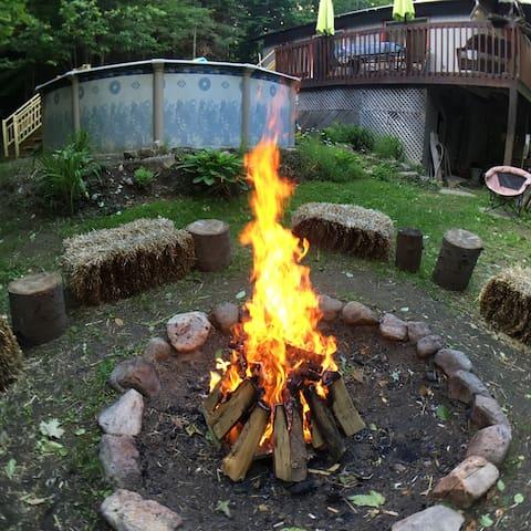 Un feu de joie à la bonne franquette !!! Hiii...HAAA !!!