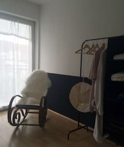 Cosy single bed room close to the railwaystation - Lägenhet
