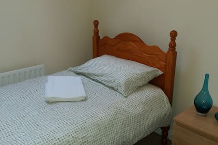 Small room in townhouse near city centre - Belfast - Maison de ville
