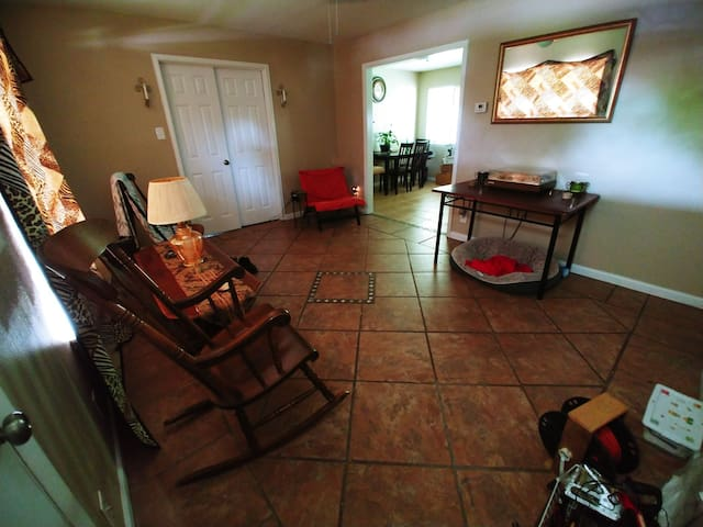 Private room in house 15 minutes from downtown SA